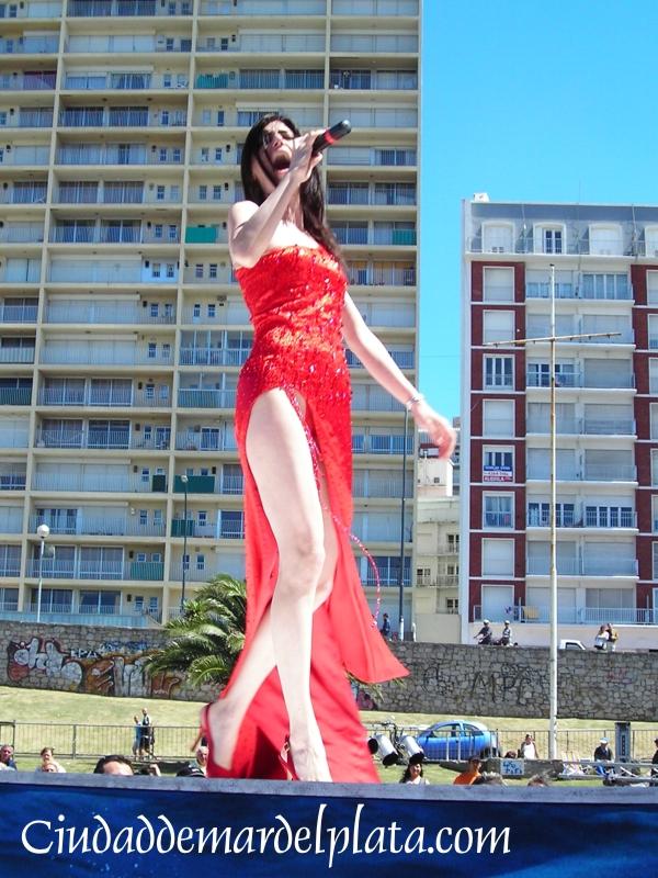 Imágenes de Cecilia Milone, durante los ensayos en el Festival ...